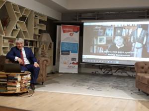 Представяне на Овладяване на промяната в литературен клуб Перото